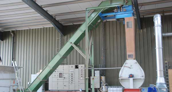 KMH Scraper Conveyor and Drum Magnet located at Outfeed